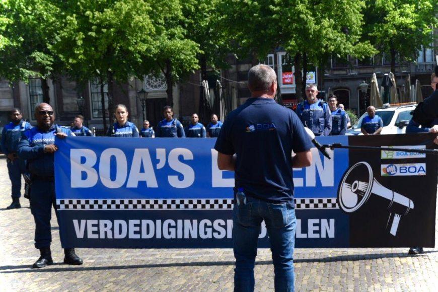 Boa's worden ruimhartig uitgerust met geweldsmiddelen